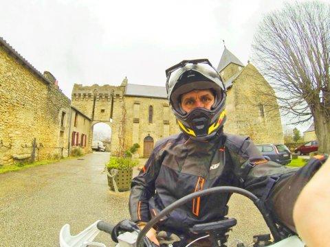 Cedric le guide pour votre journée Angevine en moto Trail
