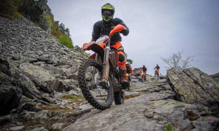 Moto enduro trail en Corrèze